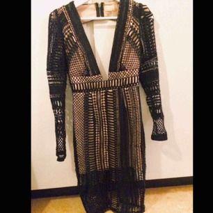 Otroligt vacker klänning ifrån Love triangel! Endast använd en gång.