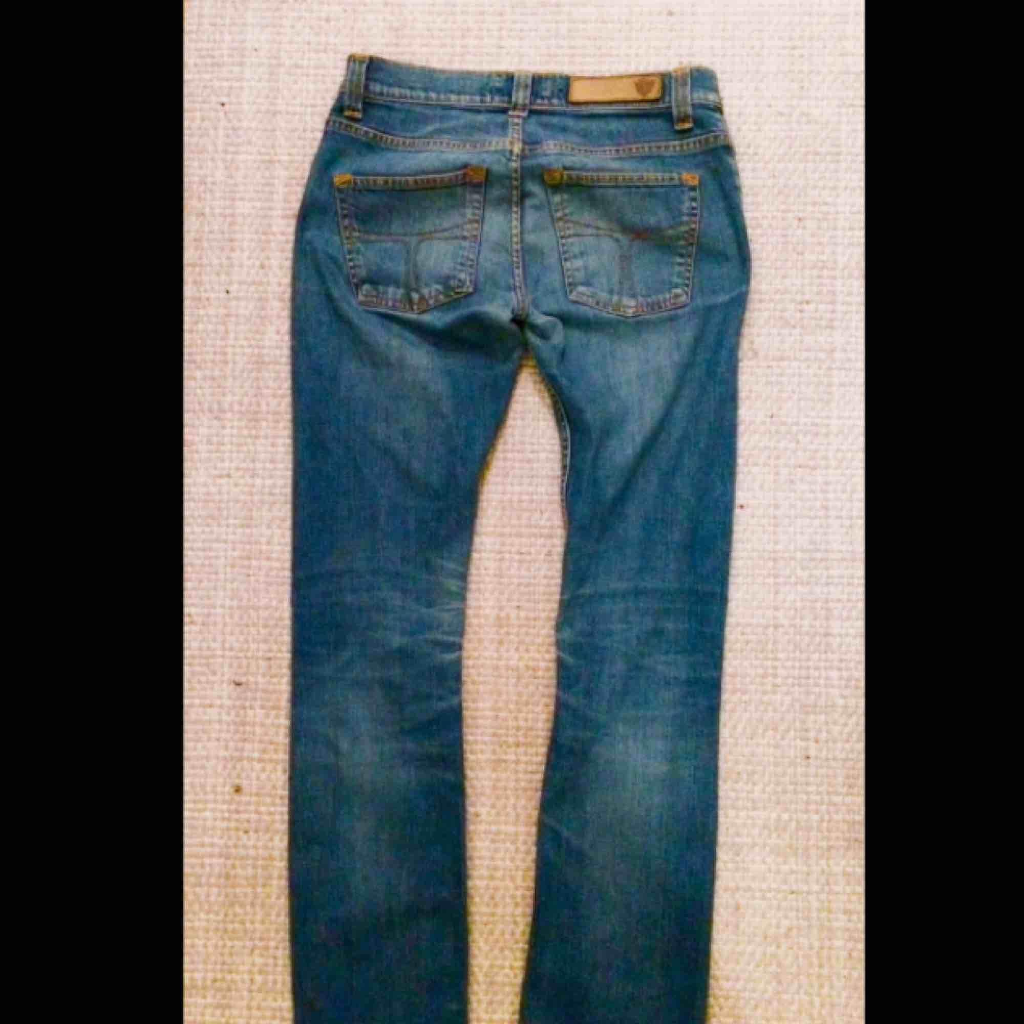 Dom perfekta jeansen! I från Tiger of Sweden! Sitter så grymt snyggt!. Jeans & Byxor.