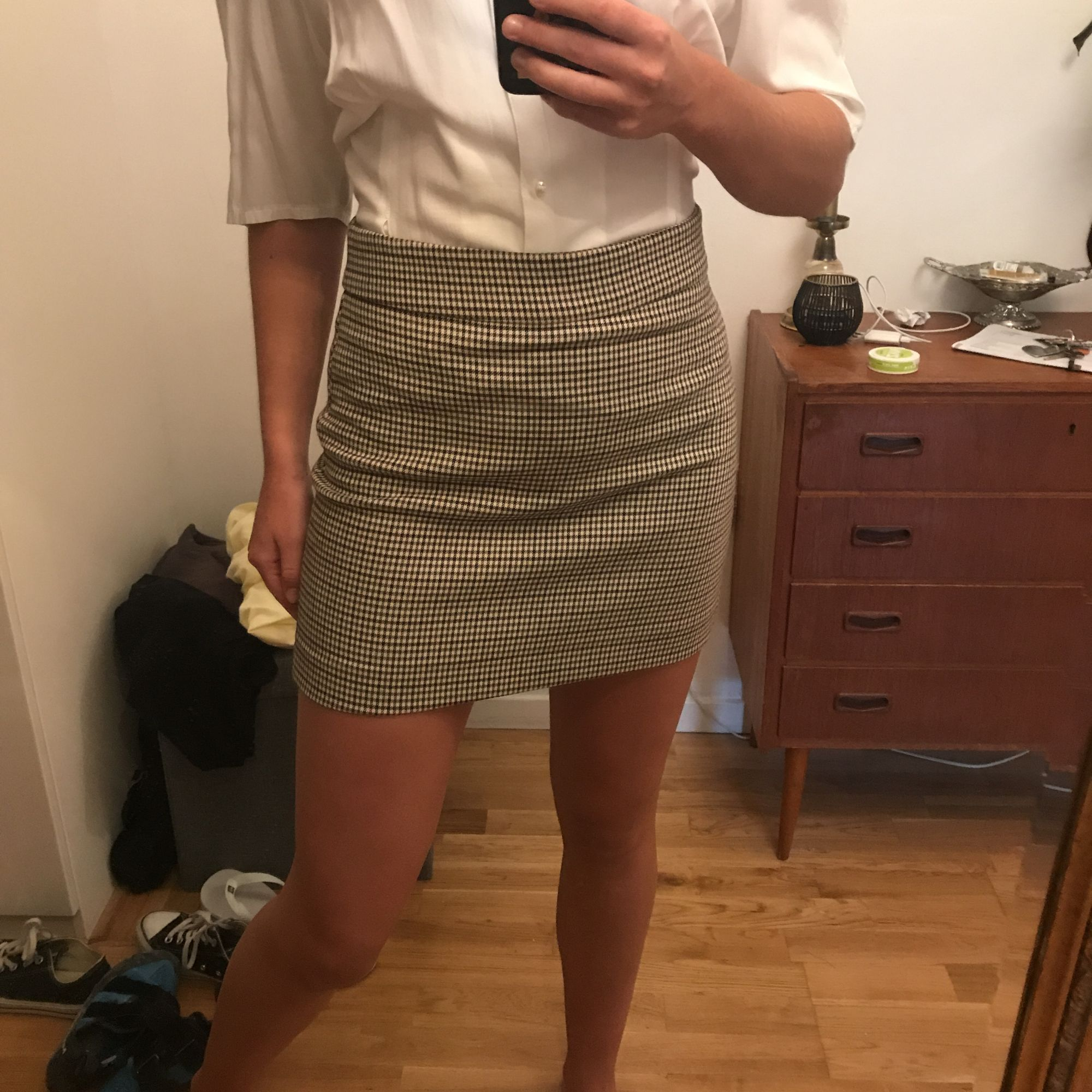 Säljer denna fina kjol från mango i toppskick! Passar till de mesta och fin i höst i strumpbyxor :)   Fraktkostnad tillkommer på ca 20 kr . Kjolar.