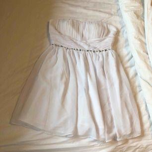 Vit kort klänning från nelly (NLY one) Som ny