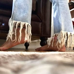 Supersnygga jeans som säljs pga för liten storlek!! Storleken är 36 och har snygg passform. Köpt på Zara!✨🖤 Postar gärna men kan även mötas upp i Malmö :)