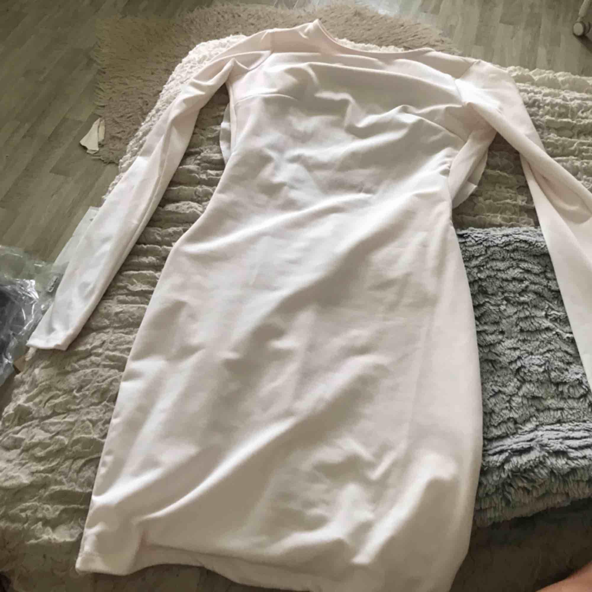 Klänning från Gina tricot Endast använd 1 gån. Klänningar.