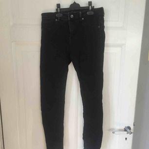 Bershka   Svarta push up jeans strl 38