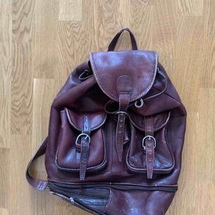 Superfin vintage ryggsäck i läder!