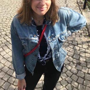 Säljer min superfina Levis jeansjacka då den används för lite. Frakt tillkommer!💕