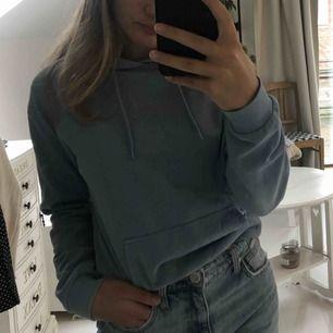 Superfin ljusblå färgad hoodie köpt från Cubus för 249kr i storlek S. Jättebra skick och använd ett par fåtal gånger.💞💞