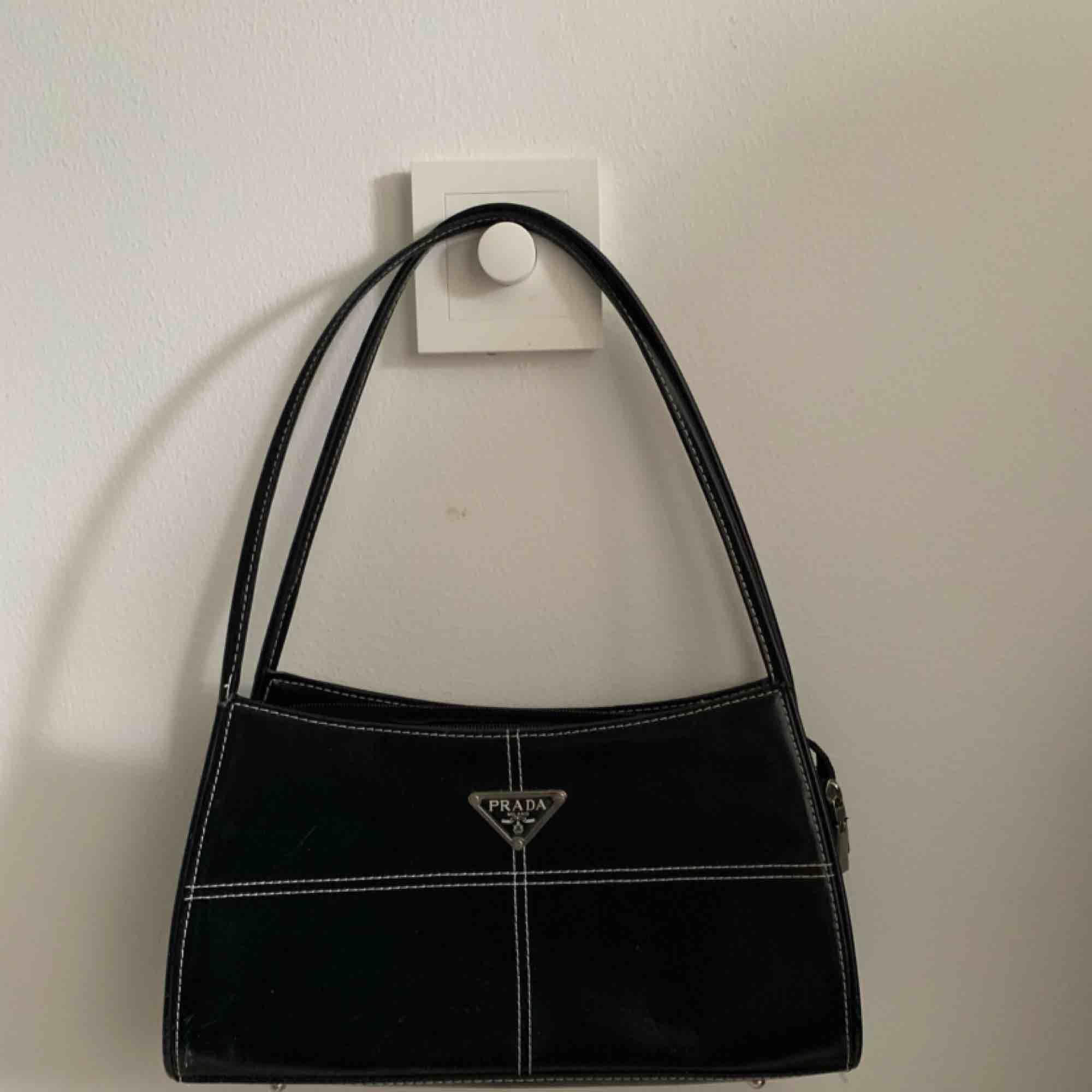 #prada #väska . Väskor.