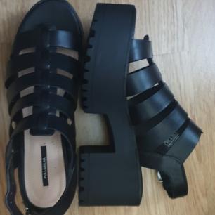 Platå sandaletter, använda 1 gång