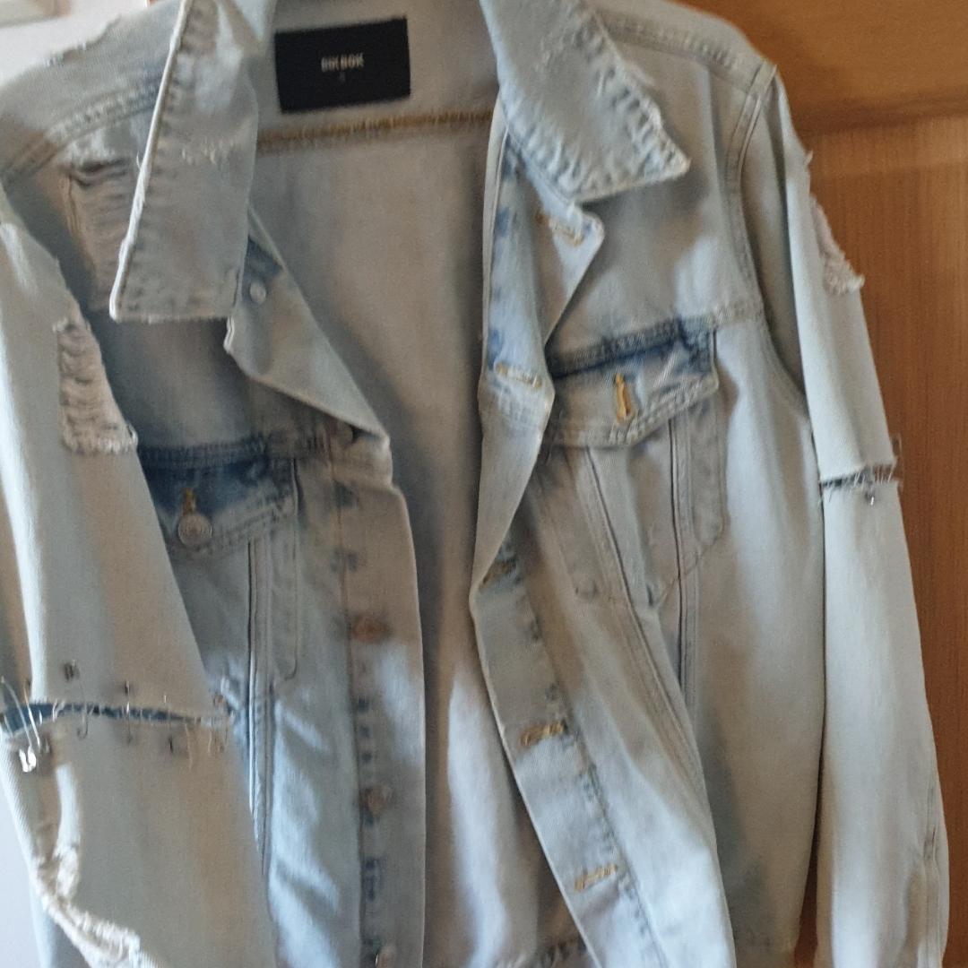 Distressed jacka från Bikbok som jag har ändrat lite på själv... Använd 2 ggr.. Jackor.