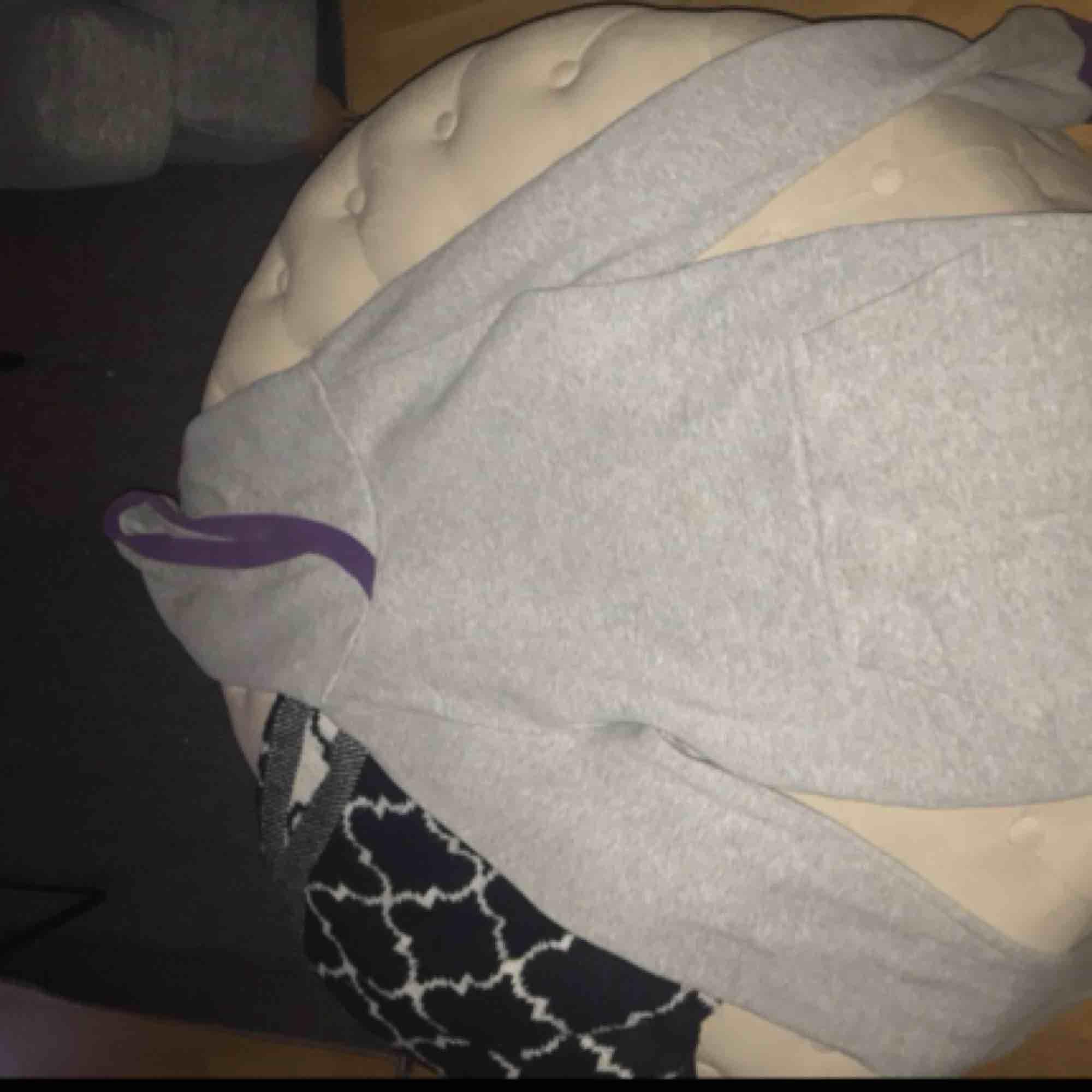 Säljer en jätte mysig oversize hoodie från H&M. Övrigt.