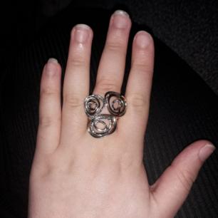 Snygg ring köptes för 89kr men säljer den för 50 kr. Har haft den 2 gånger. ❤❤