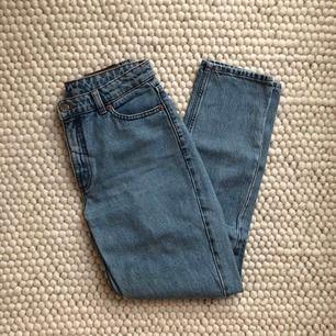 Monki-jeans i modellen Kimomo. Storlek 26!