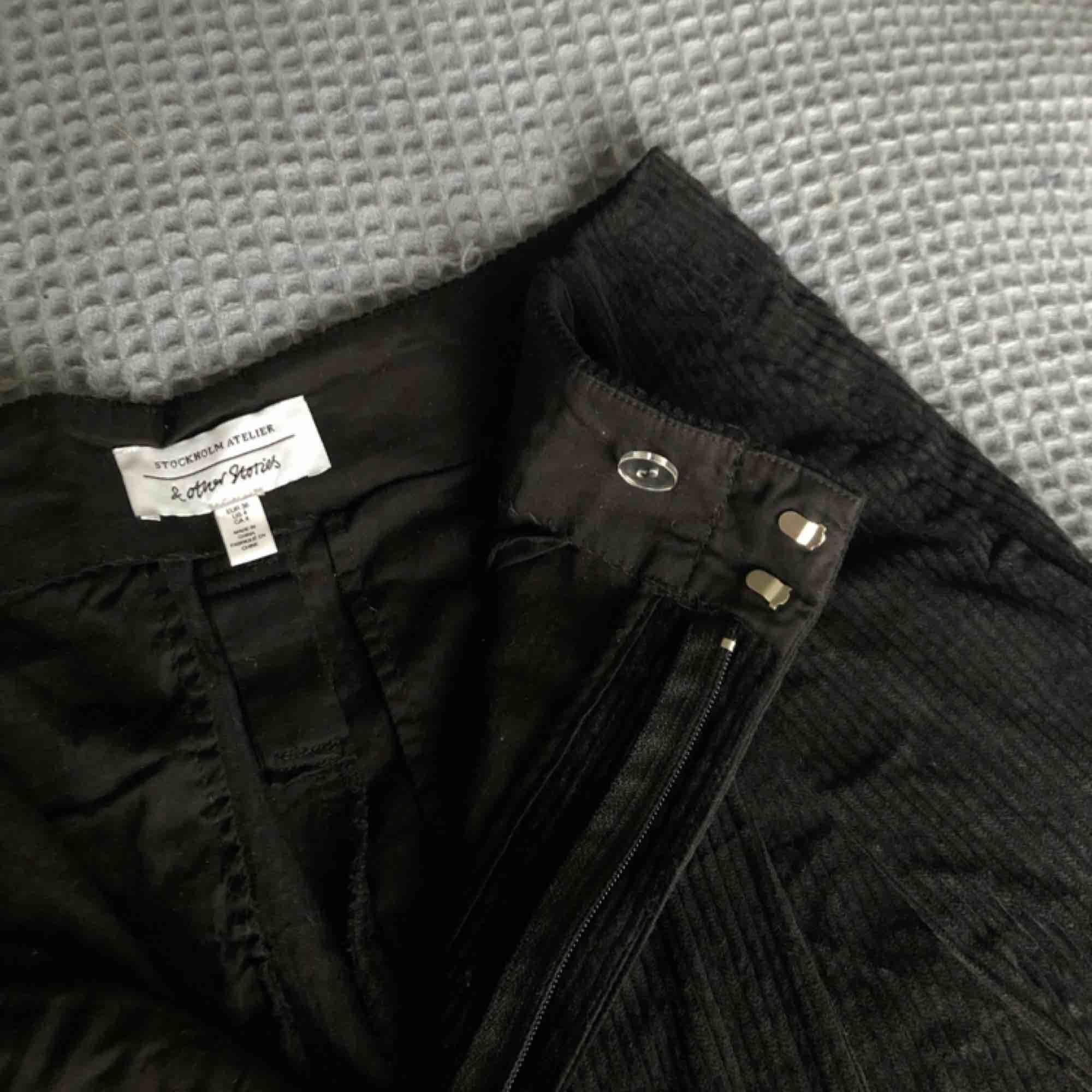 Asballa manchesterbyxor från & other stories. Bara använda en gång så i mycket fint skick! Og pris: 790kr. Möts i Stockholm :). Jeans & Byxor.