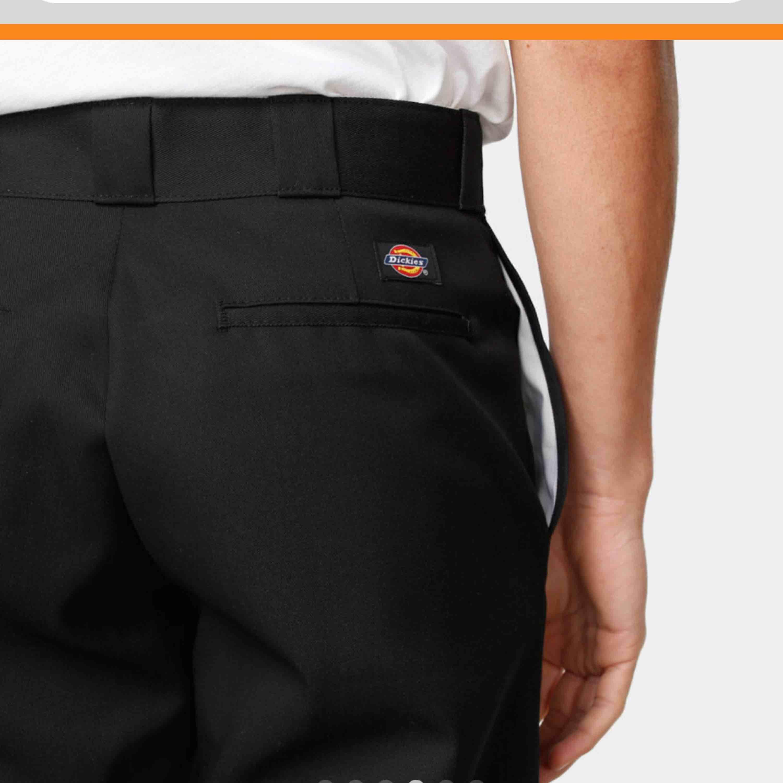 Säljer nu mina byxor i modell 874 från dickies. Kan mötas upp i Falun eller skickas mot frakt💗. Jeans & Byxor.