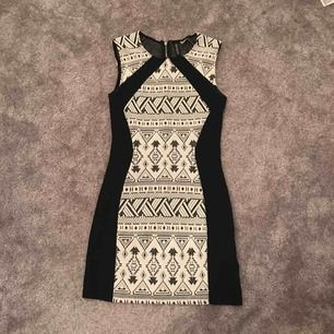 Super fin klänning från hm. Tyvärr är den för liten för mig.