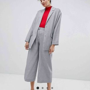 gråa vida culottes byxor köpts här på plick blev tyvärr för små:(!