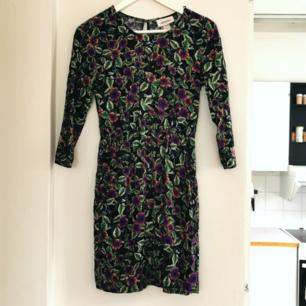 Superfin klänning från Monki, strl xs, frakt ingår i priset🌺