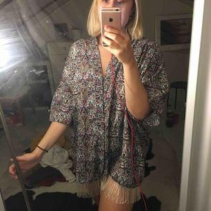 Jättefin kimono helt oanvänd!!  Kan användas som klänning eller längre tunika