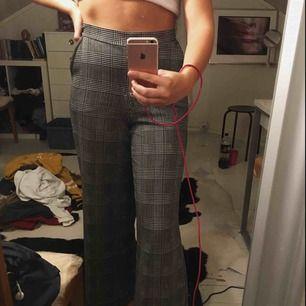Jätte fina o sköna byxor från Gina tricot använd ett fåtal gånger o i bra skick.😊