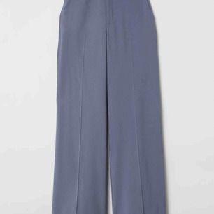 söker dessa slutsålda:( byxor från HM i färgen duvblå!! eller liknande, ska vara vida hela vägen!!