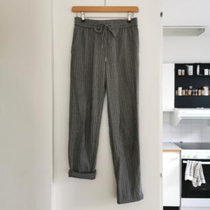 Kostymbyxor från hm, strl 34, frakt ingår i priset 🖤