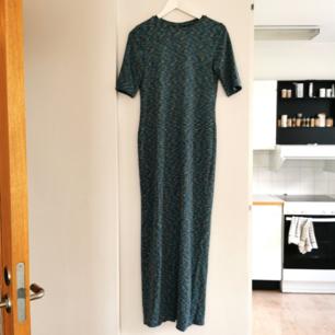 Långklänning från Monki, strl S, frakt ingår i priset 🌺