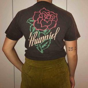 As cool T-shirt från 4hunnied, säljes pga ingen användning tyvärr 🖤
