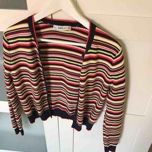 Kofta från Zara Knit, använd 1 gång. Väldigt bra kvalité med fina detaljer. Köpt för ca 249kr. 🥰