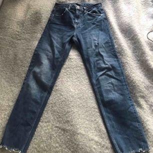 Jätte snygga jeans från zara. Mycket bra skick.