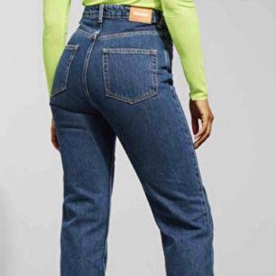 Row jeans från Weekday! Slutsåld modell som är väldigt populär pga passar alla kroppstyper typ😄 ord. pris 500!