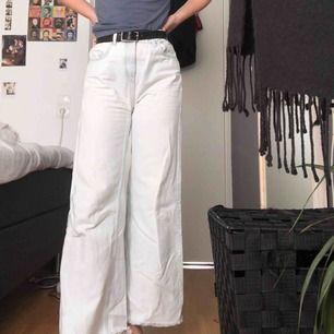 Weekday ace jeans. Har klippt de vid benen