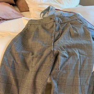 Rutiga sköna kostym byxor från vero Moda, vill verkligen bli av med frakt tillkommer