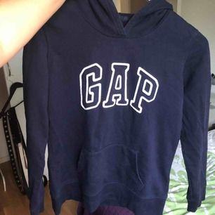 En gap hoodie, bra skick