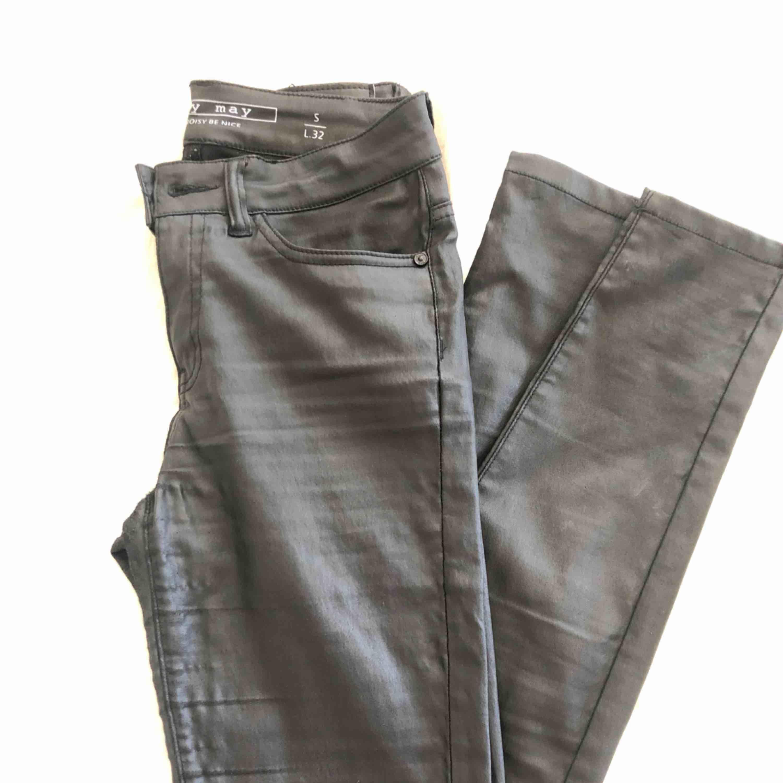 Skinbyxor från veromoda . Jeans & Byxor.