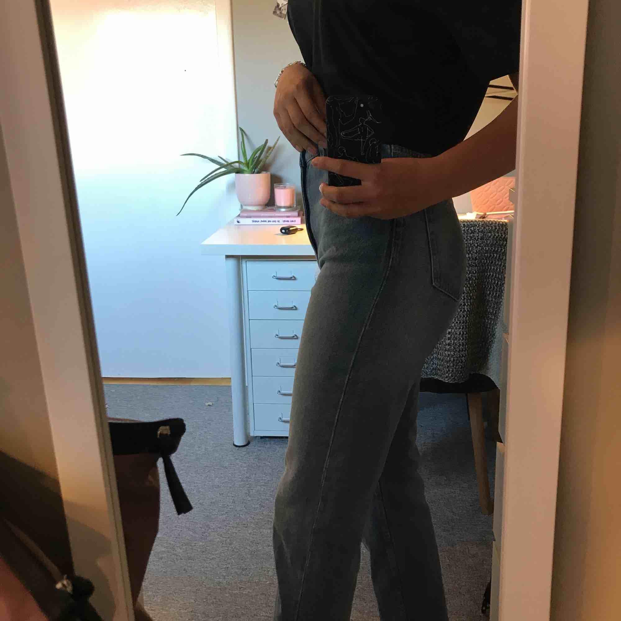 Snygga, helt oanvända mom jeans!💕. Jeans & Byxor.