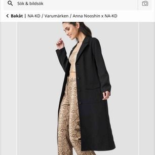Säljer min kappa som aldrig är använd, prislapp kvar. Köpte den för en månad sen för 900kr den är jättesnygg och passar skitbra nu till hösten den är inte så tjock. Frakten tillkommer och priset på jackan går att diskutera