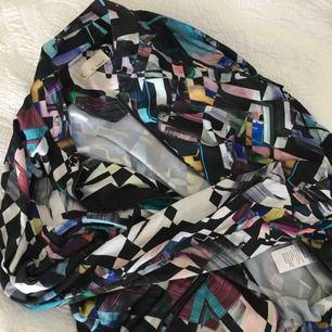 """Cool oversize-tröja med zipper💕 Jättelent tyg med """"glansig"""" känsla."""