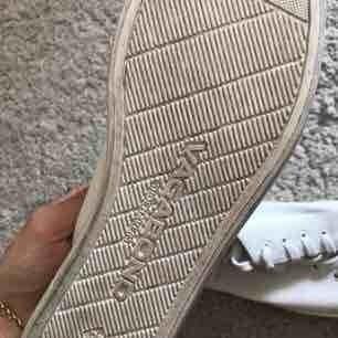Vagabond vita sneakers   Sparsamt använda ! Strl 37