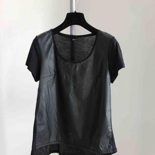 T-shirt ifrån Gina i fejkad skinn ♠️