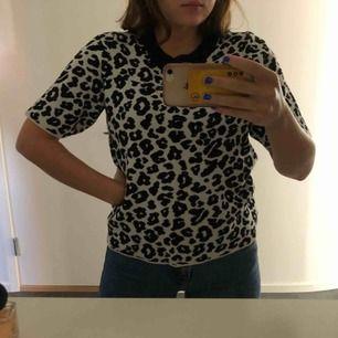 Säljer min älskade leo tröja som inte kommer till användning längre. Köpte den i vintras för 300 kr