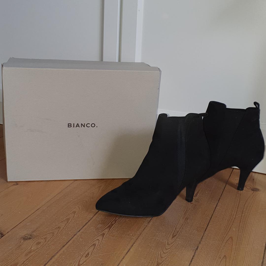 Svarta boots från blanco använda 1 gång, köparen står för frakten. Skor.