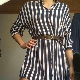 Stor skjorta/klänning från lefties. Köpt i Spanien och endast använd en gång. Jag står för frakten 😊