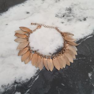 Armband med fjädrar