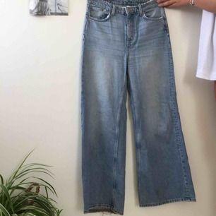 Blåa vida jeans. Köpta på weekday för 500, i modellen Ace