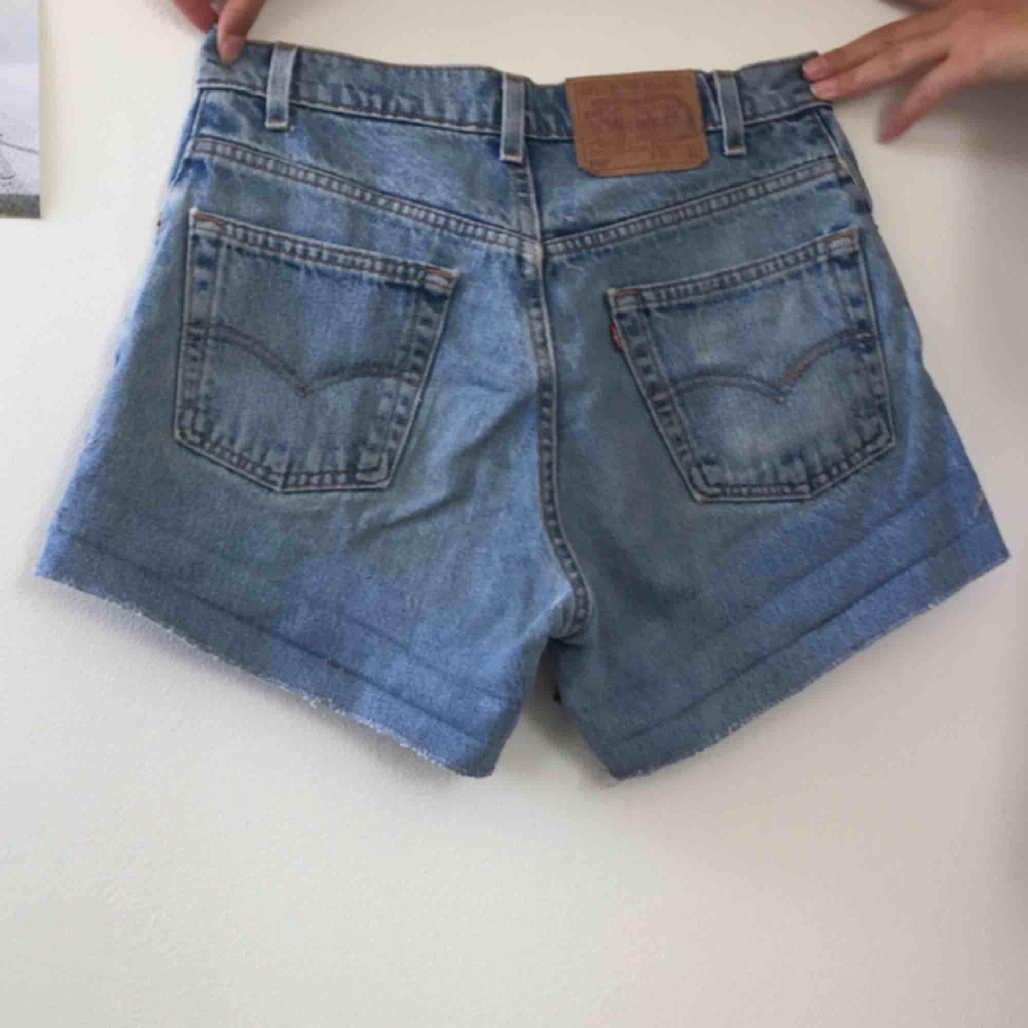 Blåa Levi's shorts. Köpta på humana. Shorts.