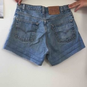 Blåa Levi's shorts. Köpta på humana
