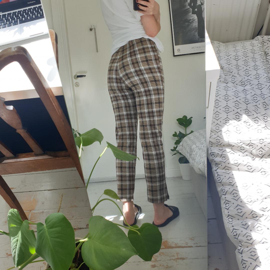 Snygga rutiga byxor 🍂🍁 Helt nya! Frakten är inräknat i priset :) . Jeans & Byxor.