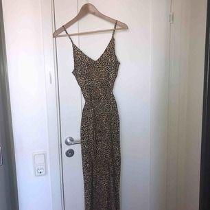 Helt ny leopardklänning, endast testad!