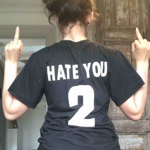 "svart t-shirt med tryck ""fuck you 2"" på ryggen. frakt tillkommer!🌸"