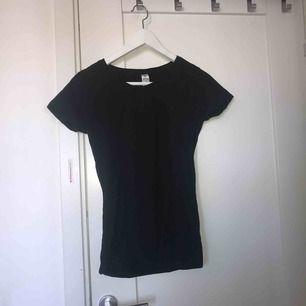 Vanlig svart tshirt